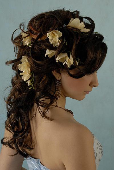 02222706 Какую свадебную прическу выбрать для брюнетки?