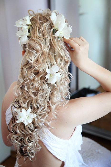 0_5395b_636c70be_XL Советы по выбору живых цветов для свадебной прически