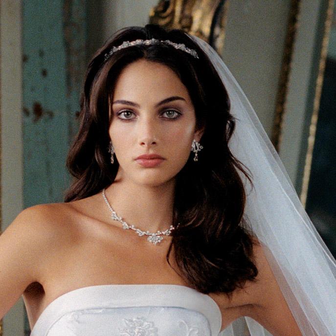 8d6815b7cd4874212a1e7edaba339c0e Какую свадебную прическу выбрать для брюнетки?