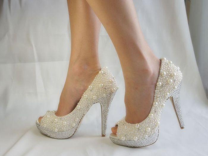 90064235_Beluye_svadebnuye_tufli_2012 Модная свадебная обувь