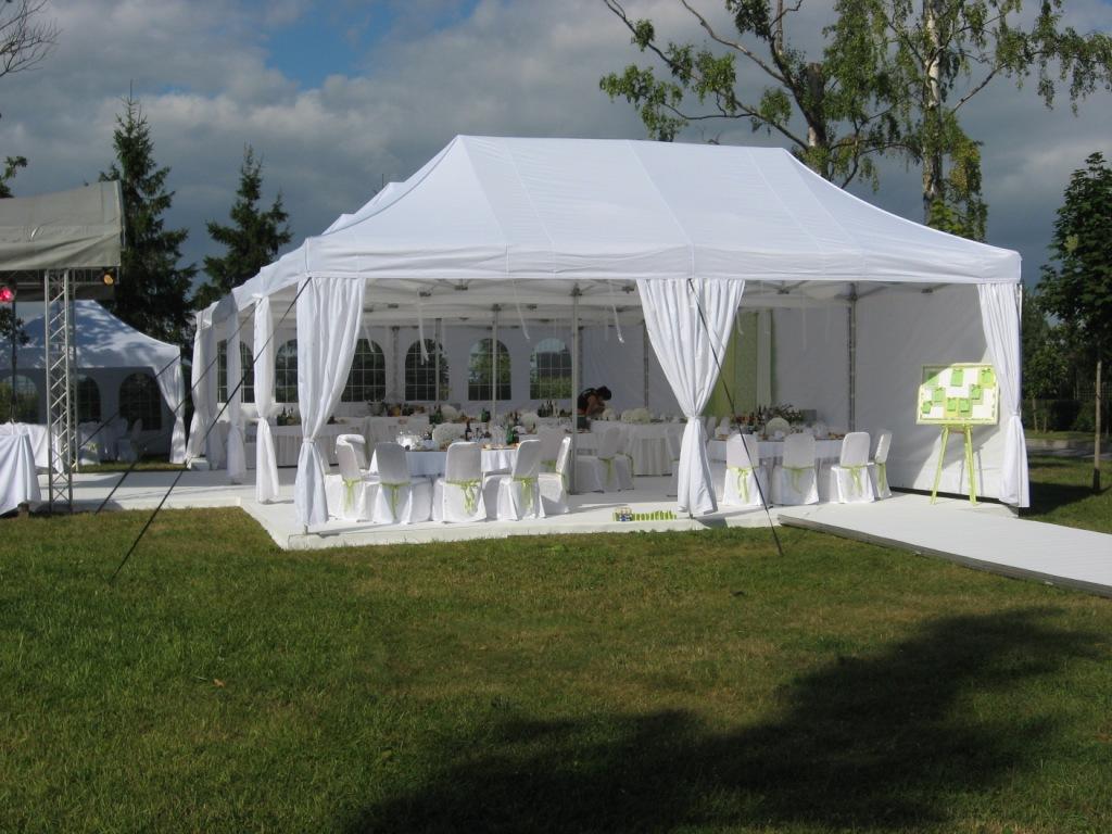 Свадебные шатры – элемент декора выездной свадьбы на природе