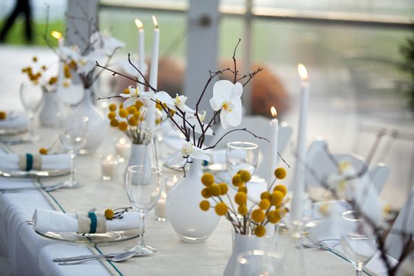 """dekor-stola-kraspediya Свадьба в стиле """"Краспедия"""": украшаем свадьбу яркими и необычными цветами"""