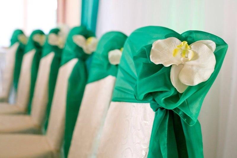 "dekor-svadebnogo-zala-izumrud Свадьба в стиле ""Изумруд"""