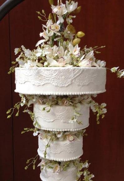 perevernutyj-tort-belyj Свадебный торт перевертыш