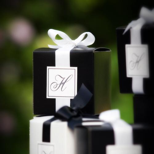 podarki-dlya-gostej-CHB Свадьба в черно-белом стиле
