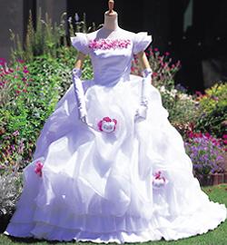 svadebnoe-plate-hello-kitty Свадьба в стиле Hello Kitty