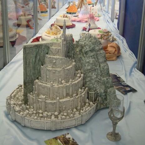 svadebnyj-tort-v-vide-bashni Свадьбы в стиле фильма «Хоббиты» и «Властелин колец»