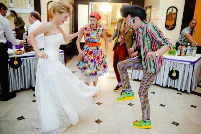 tantsy-disko Какие мелочи пригодятся для развлечения гостей на свадьбе