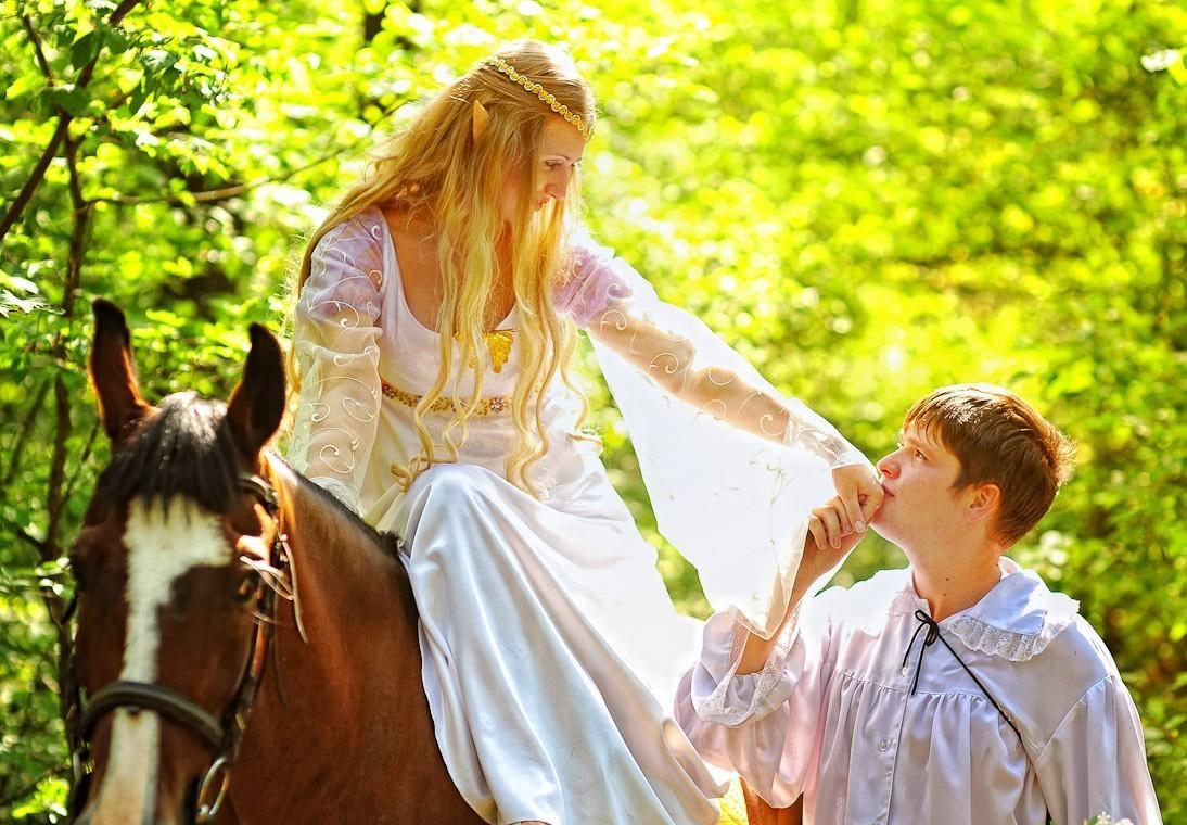 Свадьба и эльфы – прекрасный вариант для весенних и летних свадьб