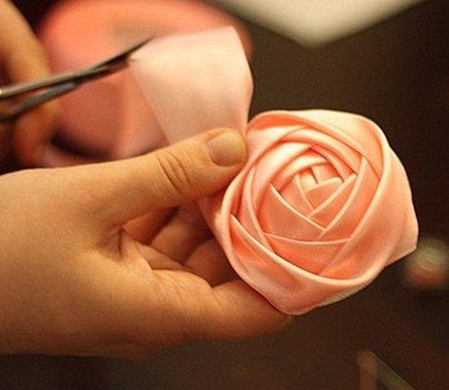 Rozy-iz-atlasnoj-lenty-06 Мастер-класс. Розы из атласной ленты.