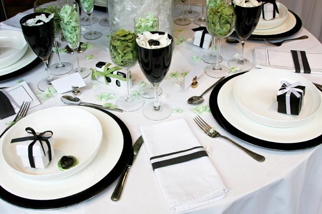 Wedding-Receptions-29 Декор свадьбы в черно- белых тонах