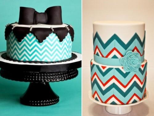 awesome-chevron-cakes-in-various-colors-4-500x379 Шеврон в оформлении свадьбы: современная и модная тенденция в свадебном декоре