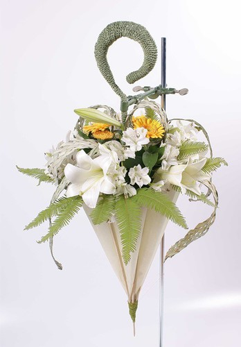 buket-zont-4 Свадебный букет в виде зонтика: модная тенденция у свадебного букета.