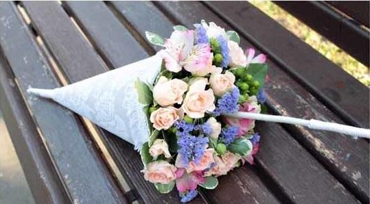 buket-zont-5 Свадебный букет в виде зонтика: модная тенденция у свадебного букета.