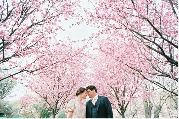 cherry-blossom-engagement-photos-dc-wedding-photography Свадьба в стиле «Сакура»: прекрасная весенняя свадьба