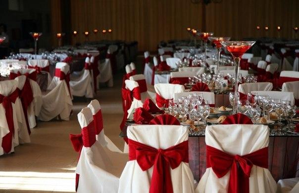 dekor-zala-krasnyj Красное оформление свадьбы и свадебного зала