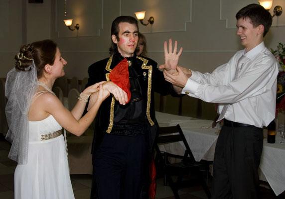 Фокусники на свадьбу – популярное развлечение гостей на свадебном банкете