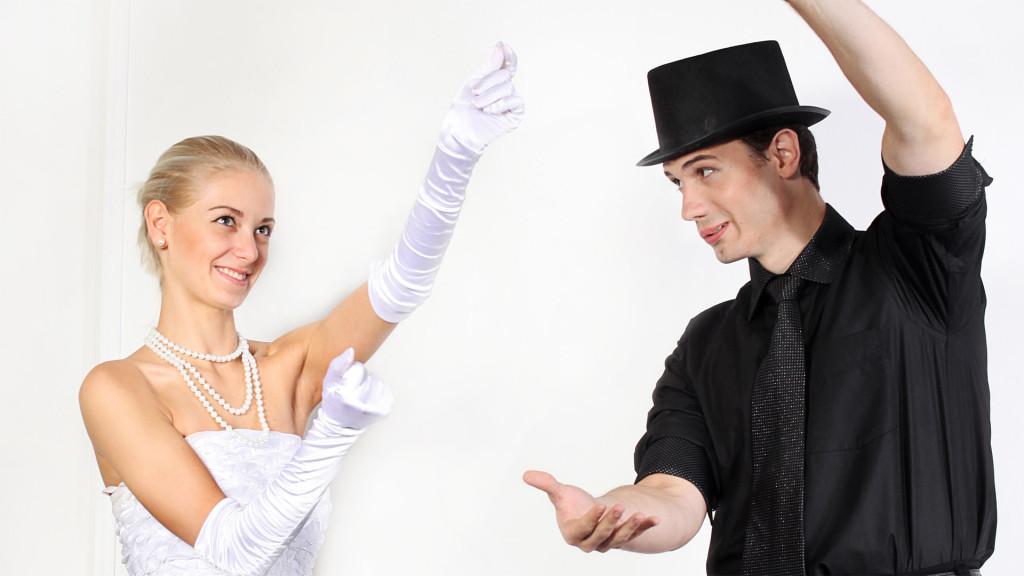 fokusniki-na-svadbu-4-1024x576 Какие мелочи пригодятся для развлечения гостей на свадьбе