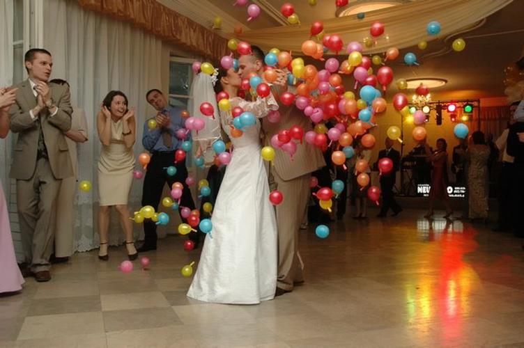 Конфетти из свадебных шариков