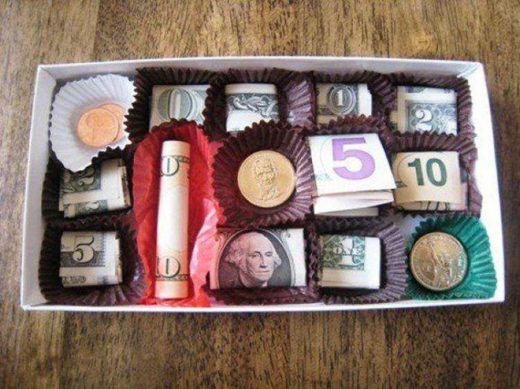 korobka-s-konfetami Как необычно подарить деньги на свадьбу: красиво и ориганально дарим деньги молодоженам