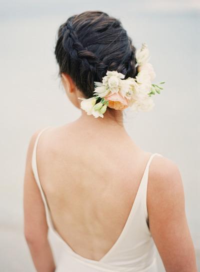 pricheski-s-zhivymi-tsvetami11 20 причесок с живыми цветами