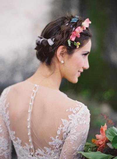 pricheski-s-zhivymi-tsvetami16 20 причесок с живыми цветами
