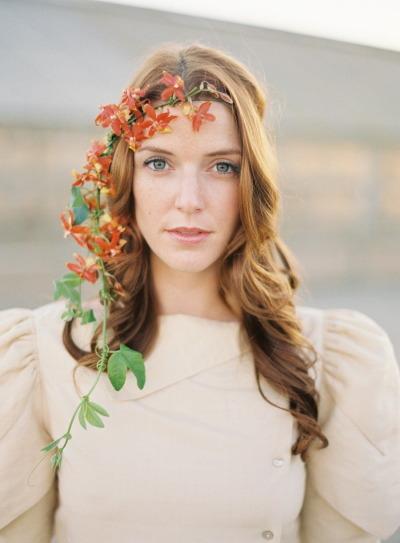 pricheski-s-zhivymi-tsvetami19 20 причесок с живыми цветами