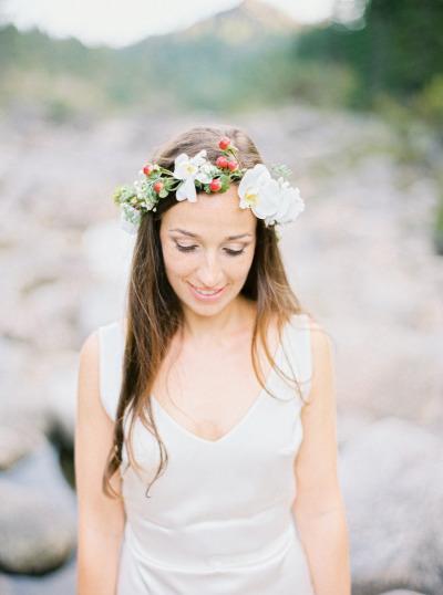 pricheski-s-zhivymi-tsvetami3 20 причесок с живыми цветами