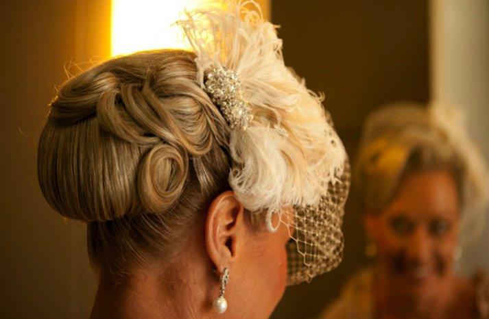 "retro-wedding-hairstyle-finger-roll-updo__full-carousel Свадебные прически в стиле ""Ретро"""