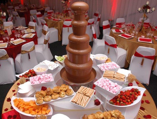 shokoladnyj-fontan-na-svadbu-3 Свадебные торты,сладкий и  важный момент при организации свадьбы!