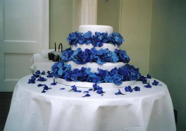 svadebnyj-tort-gortenziya Свадьба в стиле гортензия, используем цветы в качестве основного декора для оформления свадебного торжества в определенном стиле