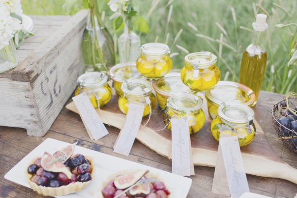 Маринованный козий сыр – оригинальный сувенир гостям на свадьбу