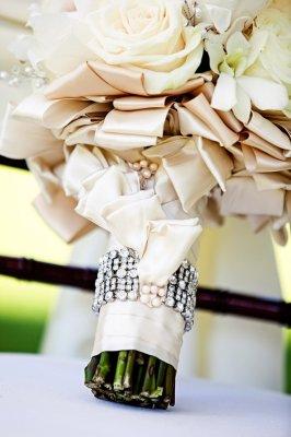 tha7kat-b_1376720978_762 Модные зимние букеты: принцип выбора цветов на свадьбу, которые выдержат холод