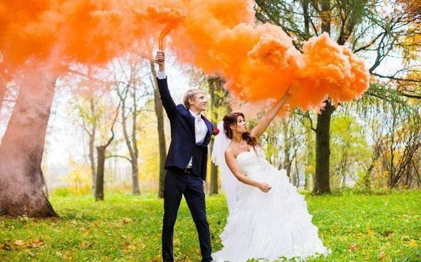 tsvetnoj-dym-dlya-svadebnoj-fotosessii-3 Цветной дым - оригинальное решение для свадебной фотосессии
