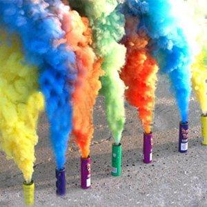 Цветной дым – оригинальное решение для свадебной фотосессии