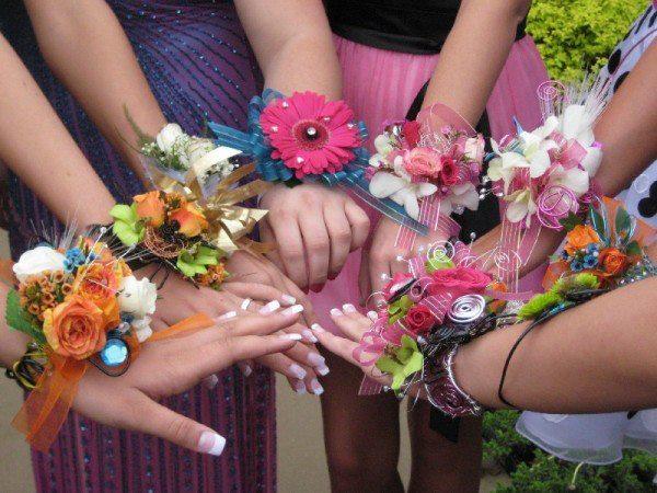 tsvetochnyj-braslet-na-svadbu-1 Цветочный браслет на свадьбу