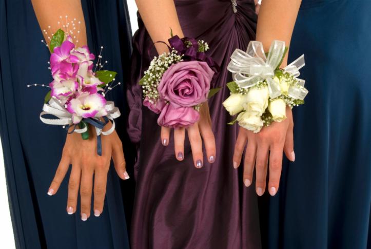 tsvetochnyj-braslet-na-svadbu-2 Цветочный браслет на свадьбу