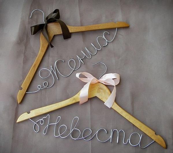 veshalki-parnye Свадебные вешалки - элемент декора предсвадебной фотосъемки