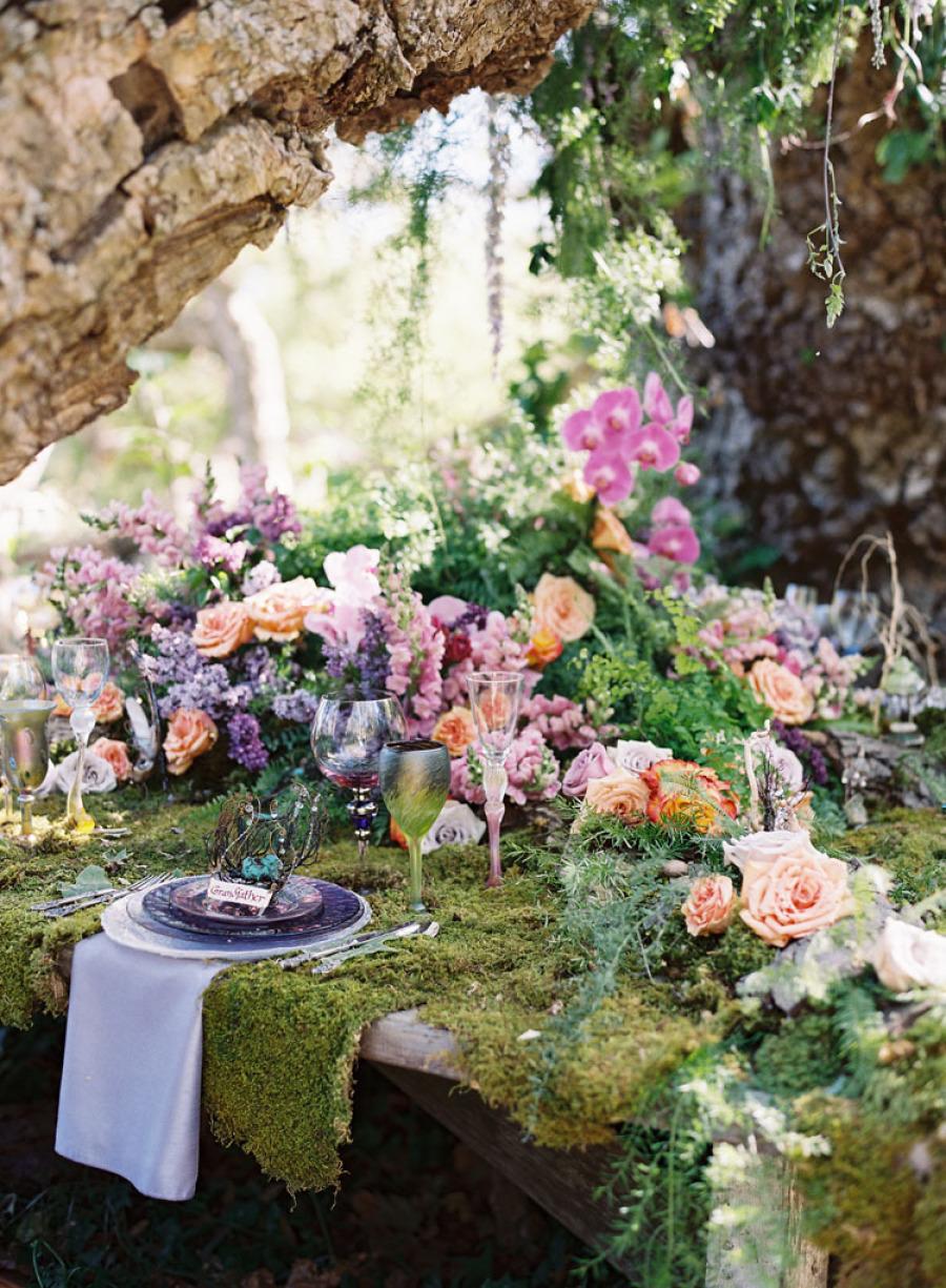 wedding-inspiration-in-the-woods-by-Tricia-Fountaine-and-Caroline-Tran-via-marinagiller.com-37 Свадьба и эльфы - прекрасный вариант для весенних и летних свадьб