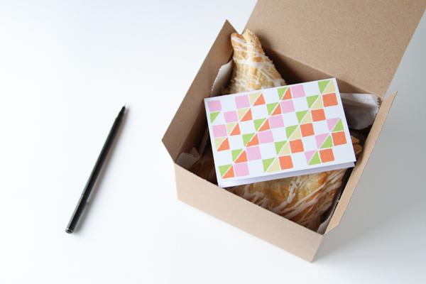 bonbonerki-dlya-pechenya-na-svadbu-7 Мастер класс: картонные бонбоньерки на свадьбу для гостей