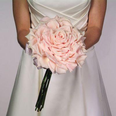 buketik-bolshoj-iz-lepestkov Топ-5 идей для букета невесты