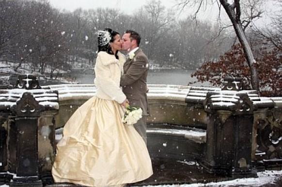 Развлечение на зимней свадьбе для гостей и молодоженов