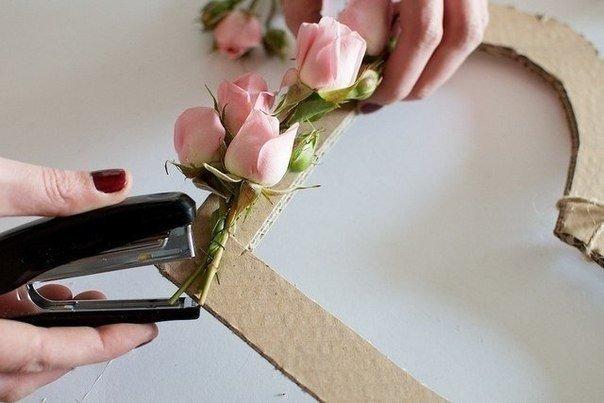 """dekor-serdtse-iz-roz-1 Мастер класс: """"Сердце из роз для декора свадьбы"""""""