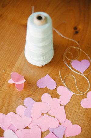 girlyanda-v-vide-serdechek-dlya-dekora-svadby-4 Мастер класс: гирлянда из сердечек для декора свадьбы
