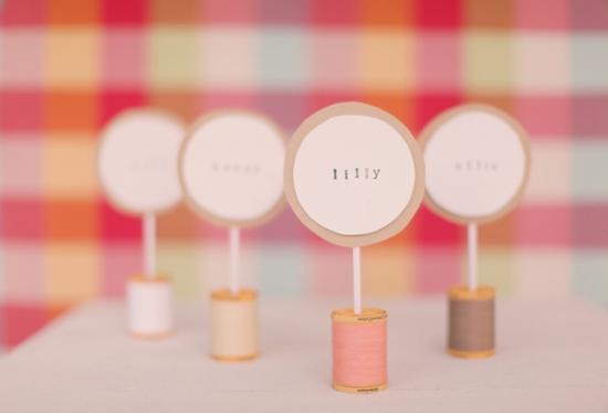 Мастер класс: Создание карточек для рассадки гостей из катушки с нитками