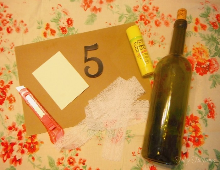 kartochki-rassadki-iz-butylki1 Мастер-класс: держатель номера стола из бутылки