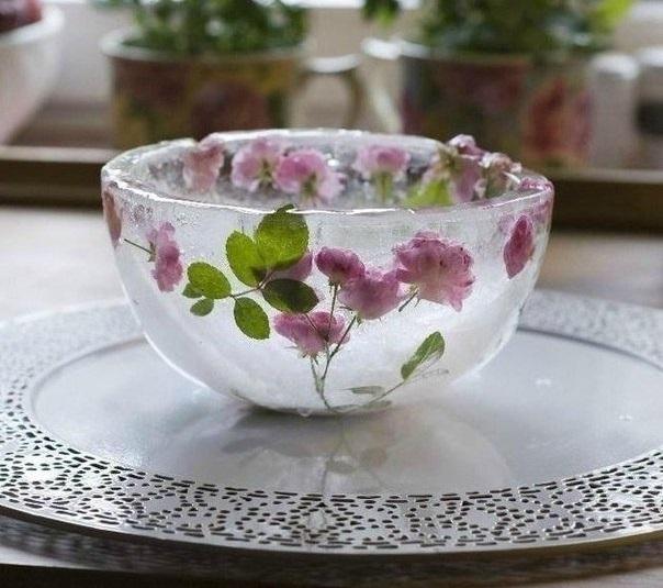 Ледяная ваза для декора зимней свадьбы
