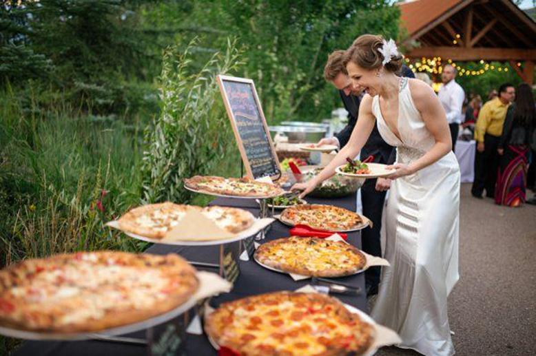 pica Пицца на свадебном столе