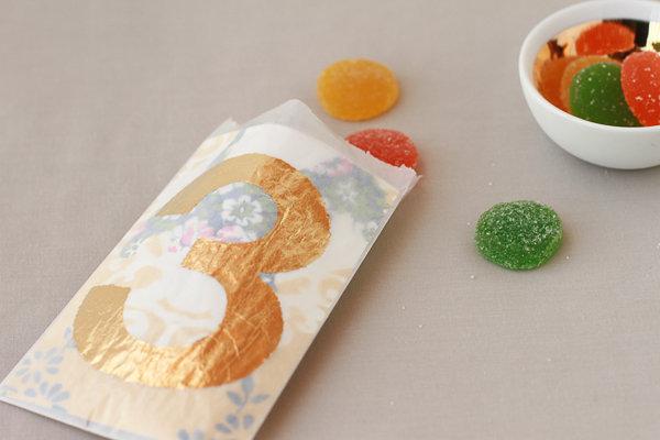 podarki-dlya-gostej-kartochki-dlya-rassadki-10 Мастер класс: сладкие подарки для гостей, они же карточки для рассадки