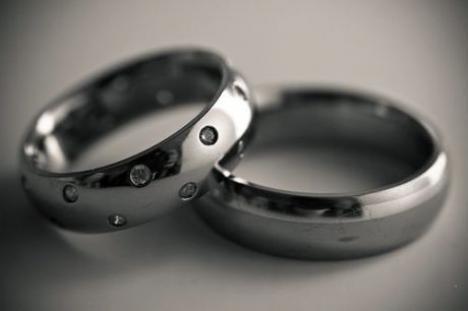 s-vkrapleniem Фотоподборка свадебных колец из серебра